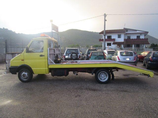 IVECO Daily 30.8 2.5 Diesel PC-TN Furgone Immagine 2