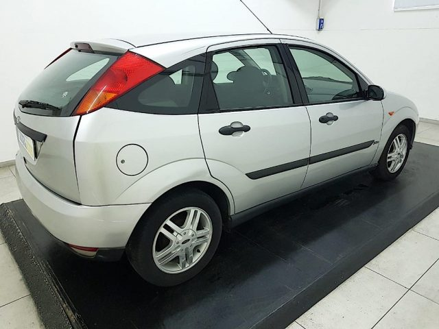 FORD Focus 1.6i 16V cat 5p. Zetec Immagine 2