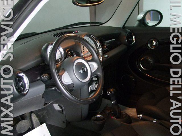 MINI Clubman Cooper AUT EU4 Immagine 1