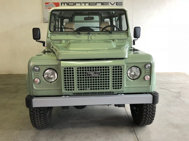 LAND ROVER Defender GRASMERE GREEN pearled