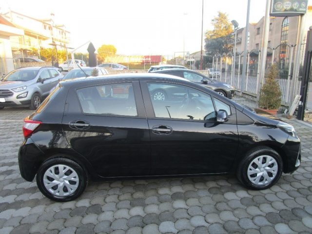 TOYOTA Yaris 1.0 5 porte Business Immagine 2