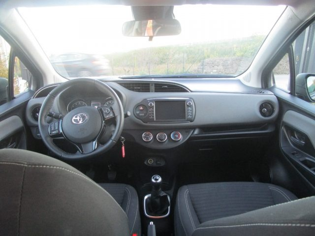 TOYOTA Yaris 1.0 5 porte Business Immagine 4