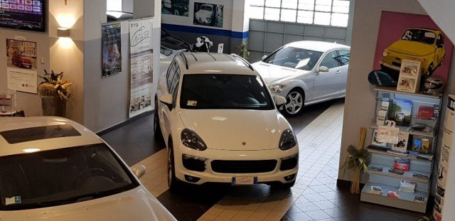 PORSCHE Cayenne White metallized