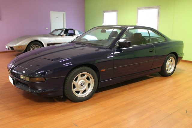 BMW 850 Blu pastello