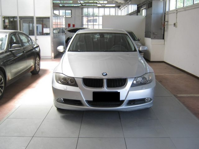 BMW 320 d cat Futura CAMBIO AUTOMATICO Immagine 1