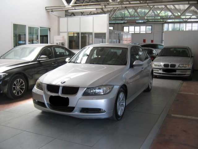BMW 320 d cat Futura CAMBIO AUTOMATICO Immagine 2
