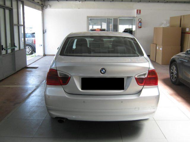 BMW 320 d cat Futura CAMBIO AUTOMATICO Immagine 3