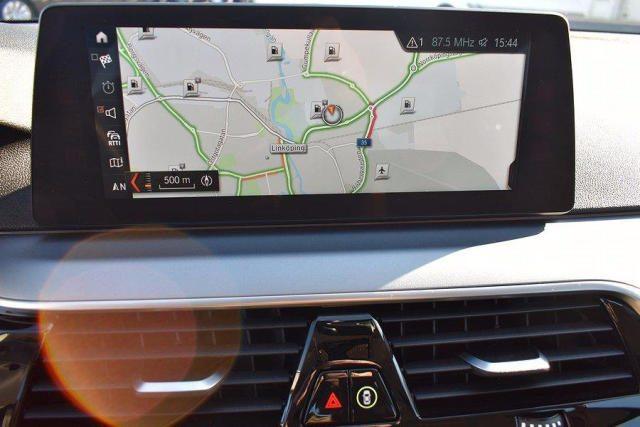 BMW 520 D XDrive Business 48V MILDHYBRID + gancio tra Immagine 4