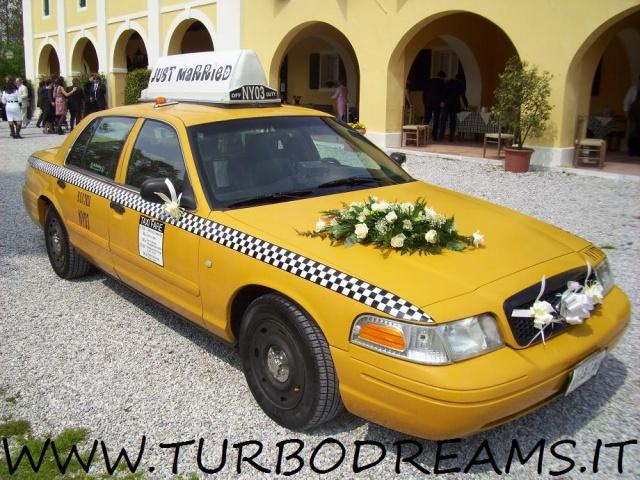 FORD Crown Victoria NEW YORK CITY TAXI YELLOW CAB 4.7 V8 AUTO Immagine 1