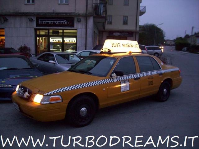 FORD Crown Victoria NEW YORK CITY TAXI YELLOW CAB 4.7 V8 AUTO Immagine 3