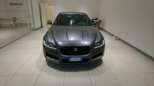 JAGUAR XF 2.0 D 180 CV aut. Prestige Immagine 1