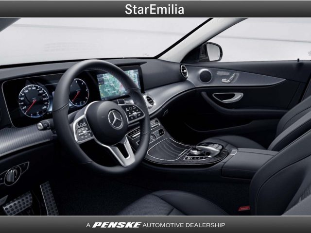 MERCEDES-BENZ E 220 d 4Matic Auto Premium Immagine 2