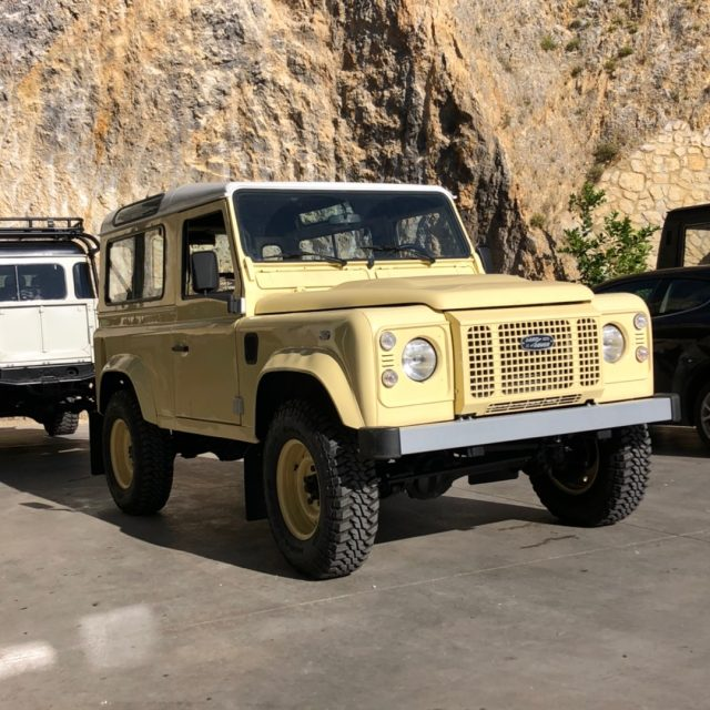 LAND ROVER Defender Giallo pastello
