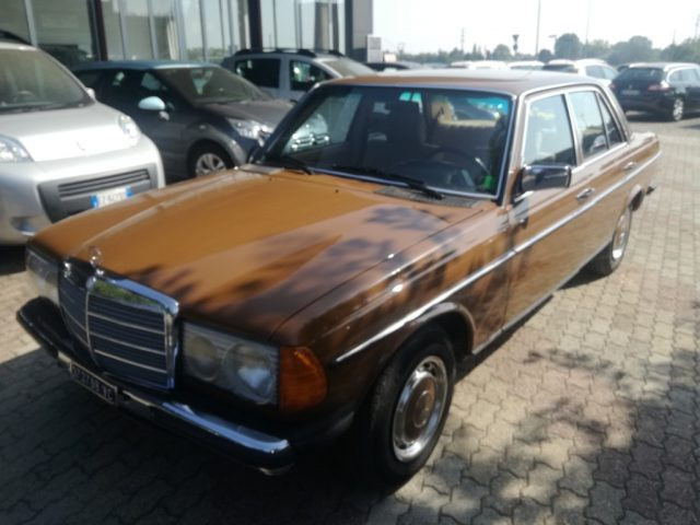 MERCEDES-BENZ 200 Oro metallizzato