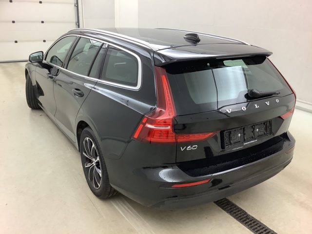 VOLVO V60 D3 AWD Geartronic Momentum Immagine 3