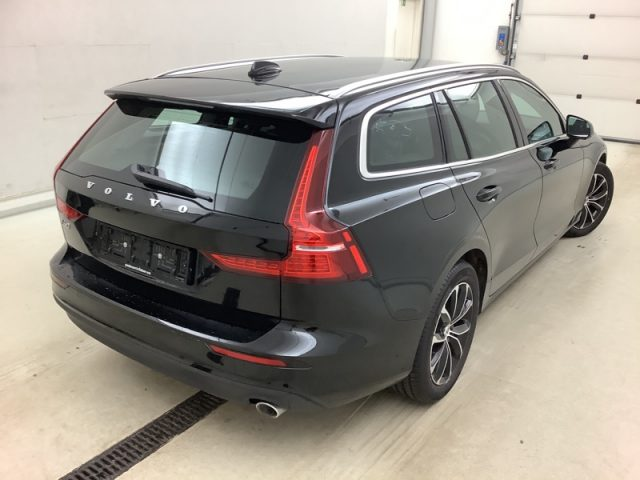 VOLVO V60 D3 AWD Geartronic Momentum Immagine 4