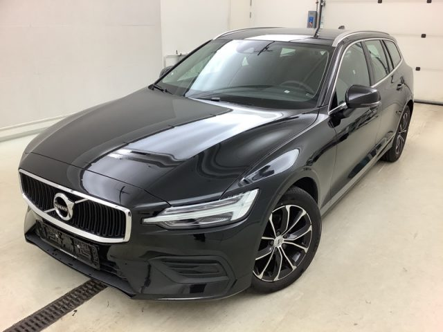 VOLVO V60 D3 AWD Geartronic Momentum Immagine 1