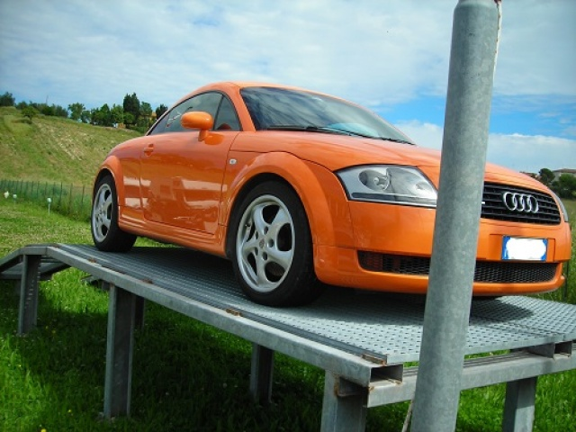 AUDI TT Orange pastello
