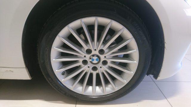 BMW 318 d Touring Luxury Immagine 3