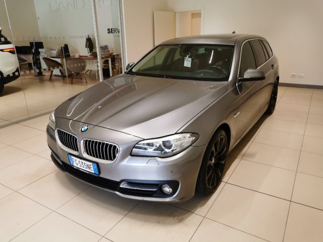 BMW 520 d Touring Luxury Immagine 0