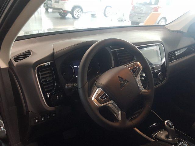 MITSUBISHI Outlander 2.4 MIVEC 4WD PHEV Instyle Plus SDA Immagine 2