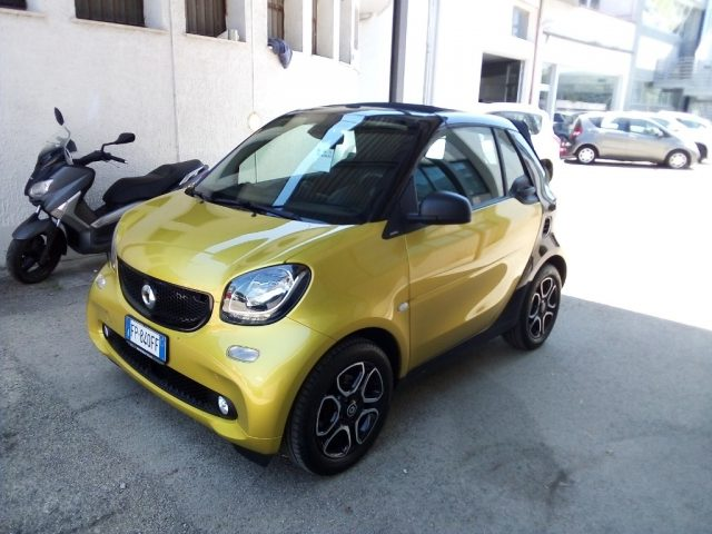 SMART ForTwo 70 1.0 twinamic cabrio Passion Immagine 0