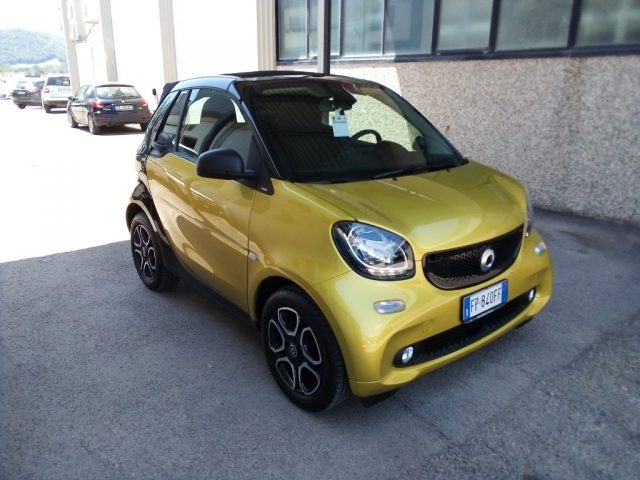 SMART ForTwo 70 1.0 twinamic cabrio Passion Immagine 1