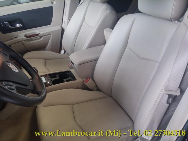 CADILLAC SRX 4.6 V8 aut. AWD Sport Luxury Immagine 2