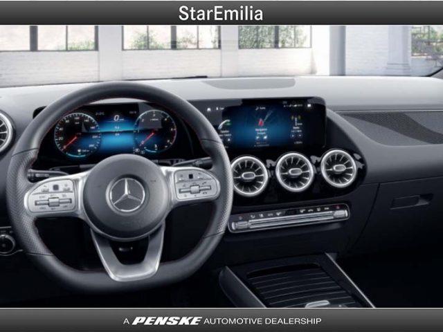 MERCEDES-BENZ GLA 180 d Automatic Premium Immagine 2