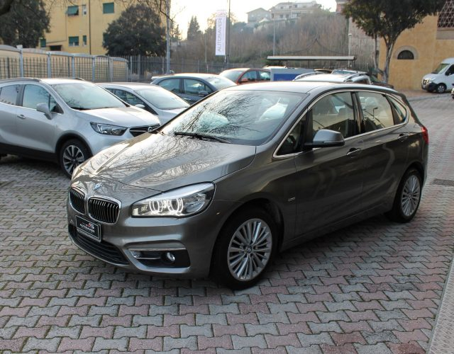 BMW 214 d Active Tourer Luxury Immagine 0