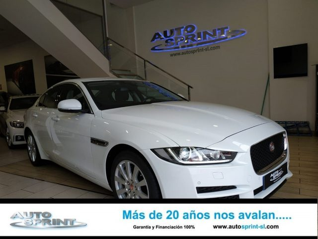 JAGUAR XE Blanco metalizada
