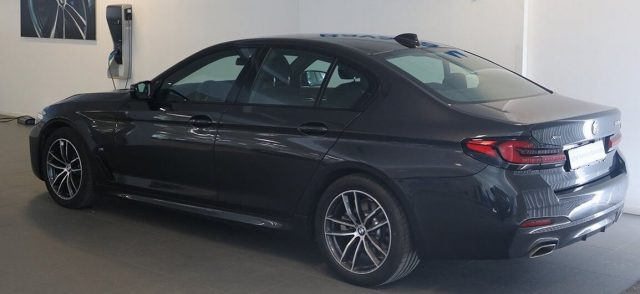 BMW 520 D XDrive 48V MSPORT HYBRID MY 2021 gancio traino Immagine 1
