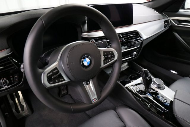 BMW 520 D XDrive 48V MSPORT HYBRID MY 2021 gancio traino Immagine 2