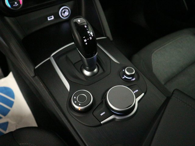 ALFA ROMEO Stelvio 2.2 Turbodiesel 180 CV AT8 Q4 Business Immagine 3