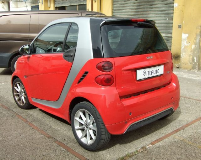 SMART ForTwo 1000 52 kW MHD coupé passion Immagine 4