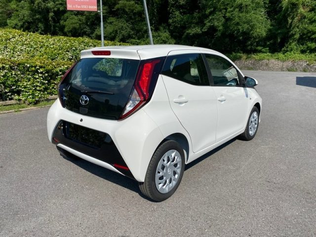 TOYOTA Aygo Connect 1.0 72CV 5 porte x-cool Immagine 1