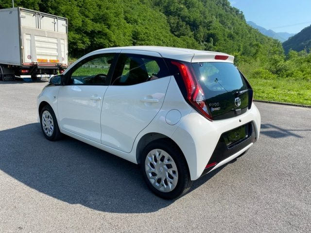 TOYOTA Aygo Connect 1.0 72CV 5 porte x-cool Immagine 3