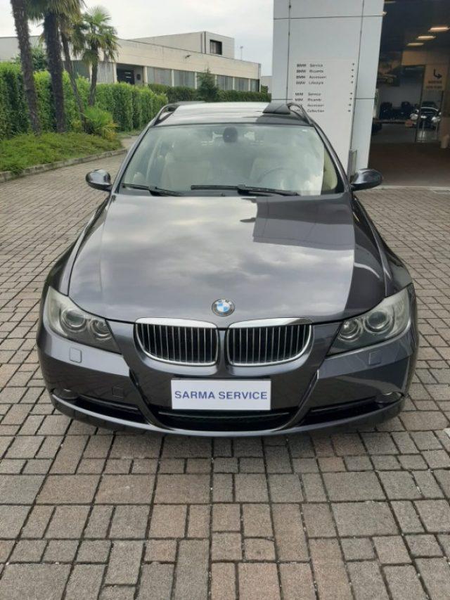 BMW 325 i cat Touring Futura Immagine 1