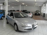 ALFA ROMEO 147 1.6i 16V Twin Spark cat 3p. Distinctive