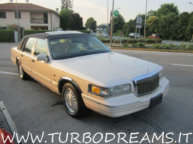 "LINCOLN Town Car 4.6 V8 Signature Series ""DIAMOND 75TH ANNIVERSARY"" Immagine 3"