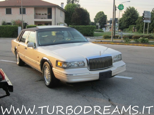 "LINCOLN Town Car 4.6 V8 Signature Series ""DIAMOND 75TH ANNIVERSARY"" Immagine 2"