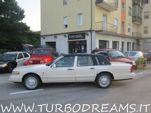 "LINCOLN Town Car 4.6 V8 Signature Series ""DIAMOND 75TH ANNIVERSARY"" Immagine 4"
