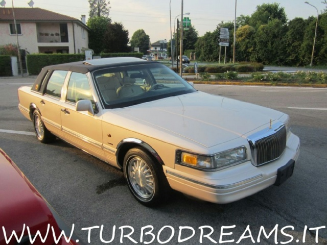 "LINCOLN Town Car 4.6 V8 Signature Series ""DIAMOND 75TH ANNIVERSARY"" Immagine 1"