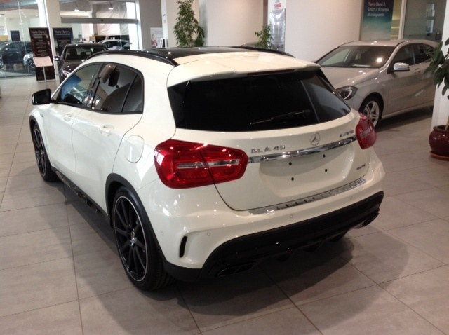 MERCEDES-BENZ GLA 45 AMG 4Matic Immagine 3