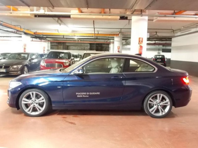 BMW 220 d Coupé Sport Immagine 2