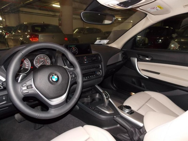 BMW 220 d Coupé Sport Immagine 4