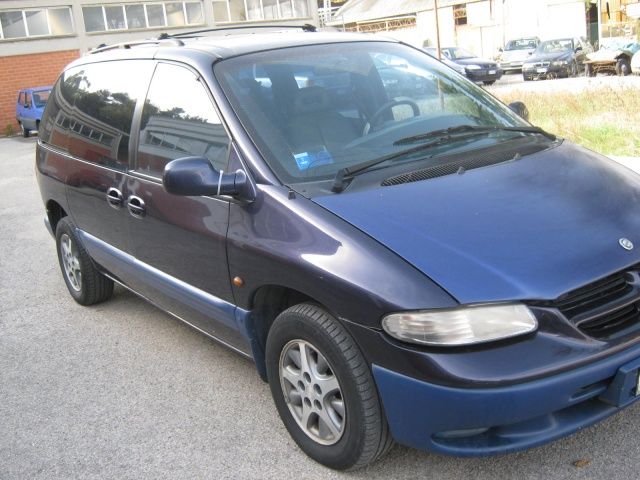 CHRYSLER Grand Voyager 2.5 turbodiesel LE Immagine 1