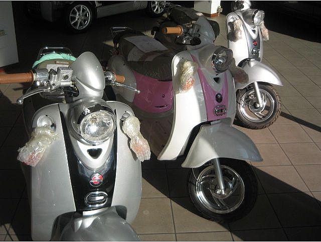 MOTOS-BIKES Gilera scooter garelli mod capri nuovi  50 4 tempi Immagine 0
