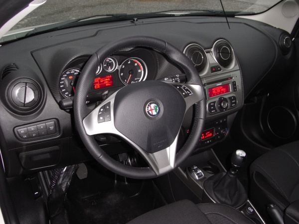 ALFA ROMEO MiTo 1.6 JTDM 120cv PROGRESSION/DISTINCTIVE Immagine 4