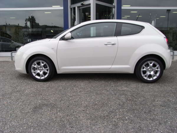 ALFA ROMEO MiTo 1.6 JTDM 120cv PROGRESSION/DISTINCTIVE Immagine 1